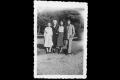 Renaude, Marie-Camille, Denise et André (un ami) dans le parc de Sceaux